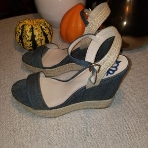 EUC FERGIE JEAN WEDGE SANDALS.
